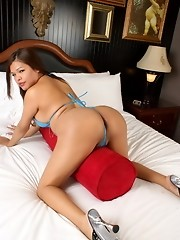 Unbelievably cute Carmen Moore posing on the bed