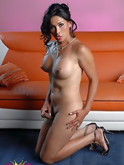 Seductive Vaniity stripping and posing