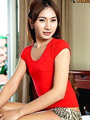 Very cool fashionable ladyboy from Cascades. She's 21 yrs old and only been in the bar for a few months. She's waiting for a nice guy to tak