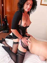 milf,brunette,amateur,stockings