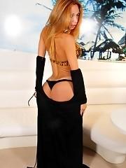 Irresistible Raquel Dourado posing her fat dick