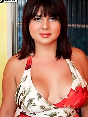 Horny young and voluptuous tranny!