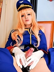 Horny newhalf babe in cosplay!