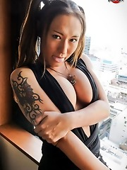 Newhalf babe with a big cock