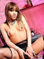 Seductive Nicole Starr stripping and posing